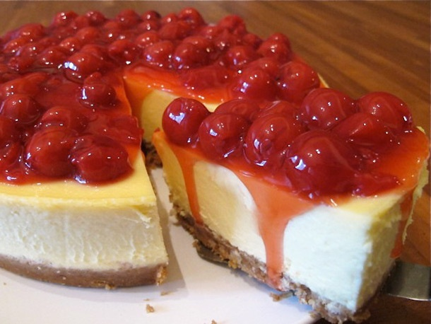 Cheesecake with cherry filling