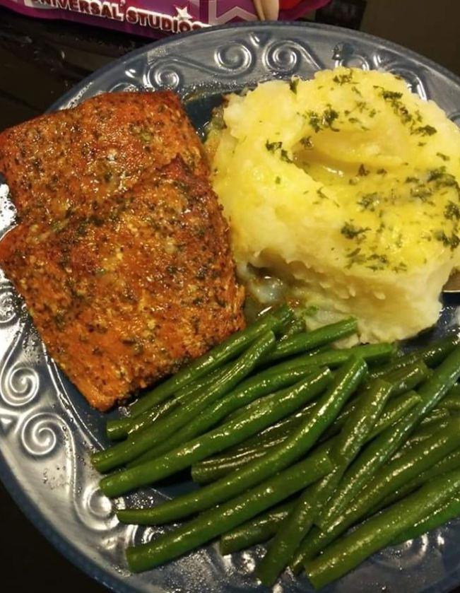 Salmon on Garlic Mash and Green Beans