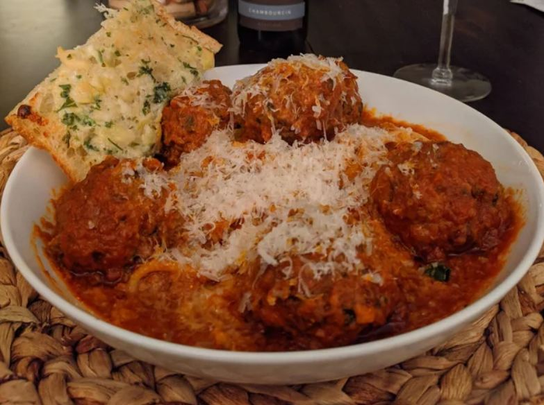 Spaghetti & Meatballs with Garlic Bread